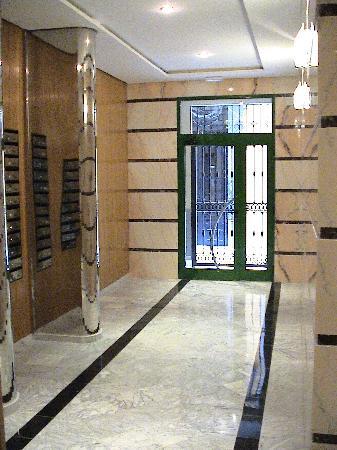 Apartamentos Gascons : Entrada Edificio - Main Entrance