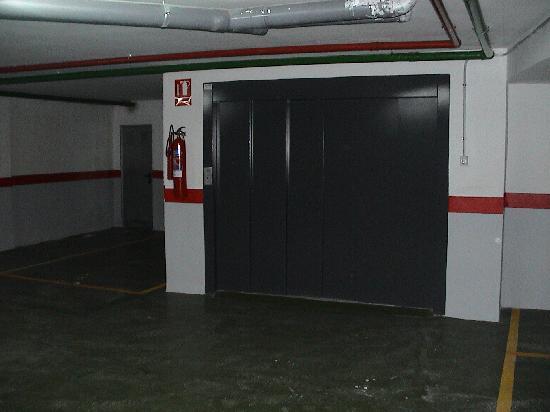 Apartamentos Gascons : Parking