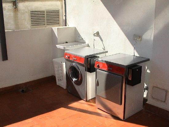 Apartamentos Gascons : Lavandería - Laundry