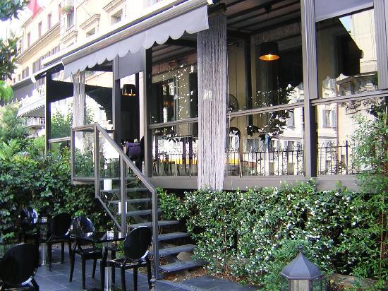Baglioni Hotel Carlton: террасa бара