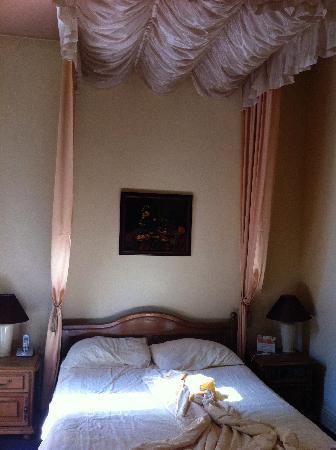 Hotel Maria Luisa : Il letto a baldacchino