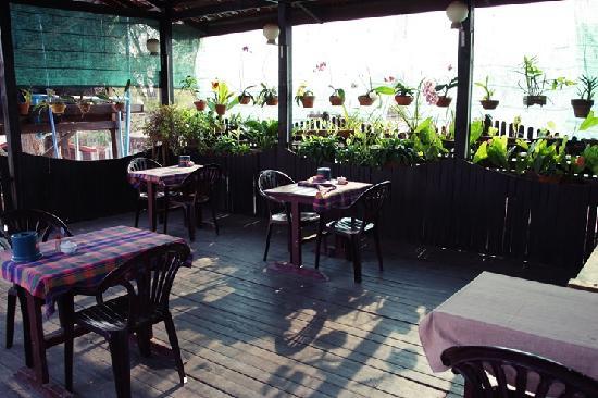 Mingalar Inn: 2층에있는 식당. 아침식사가 정말 좋다