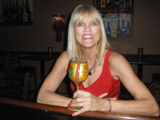 33rd Street Wine Bar: Candace, propietor