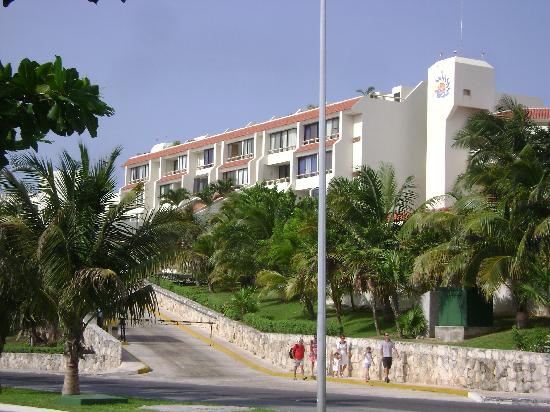 Solymar Cancun Beach Resort: Exterior, vista desde Kukulcan