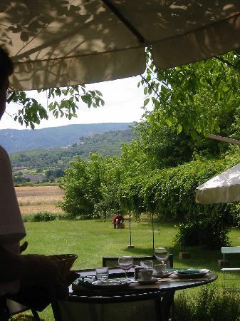 Cafe De La Gare : Looking toward Bonnieux