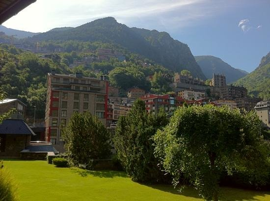 Hotel Roc de Caldes: the view from the restaurant in the morning