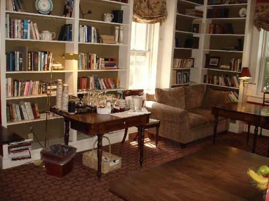 200 South Street Inn: Our library.