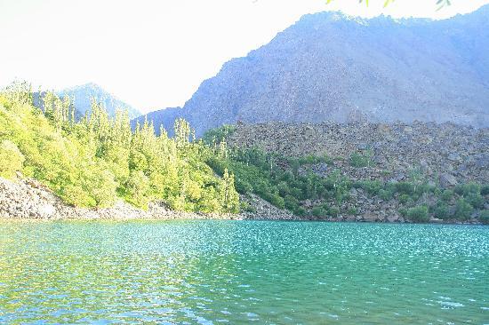 Skardu, باكستان: Upper Kachura lake - 32km NW of Skardu