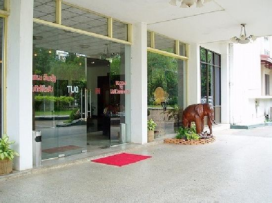 Lane Xang Hotel: ホテル入り口