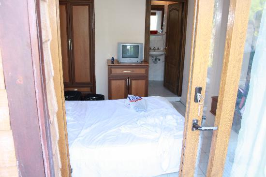 Hotel Blue: ingresso e vista camera