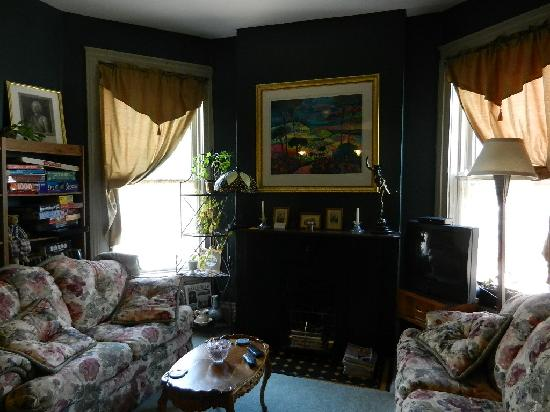 Stone Gables Bed and Breakfast: Second Floor Sitting Room
