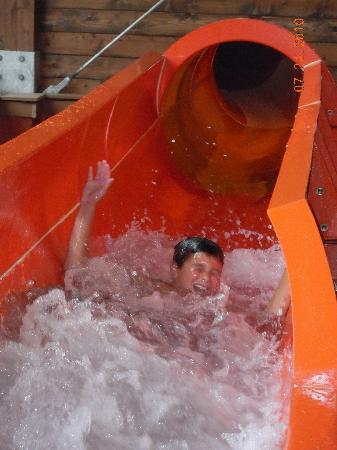 Rocking Horse Ranch Resort: indoor water slide