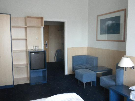 Hotel Grand Litava: The sitting area with storage and a refrigerator on the left
