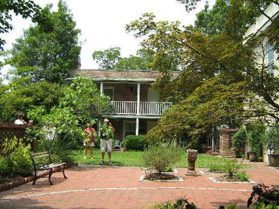 Zebulon Latimer House: Garden