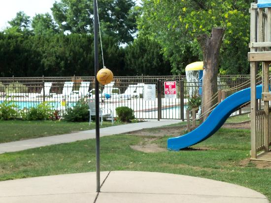 Continental Inn: Playground & outdoor swimming for adults & kids