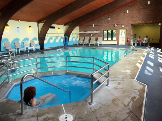 Continental Inn: indoor pool area