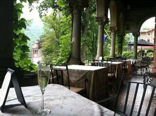 Harry Packer Mansion Inn: Cheers! Happy Anniversary!