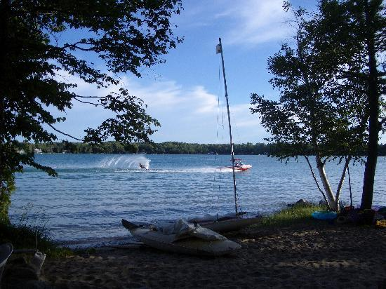 White Birch Lodge: Fun on the lake!