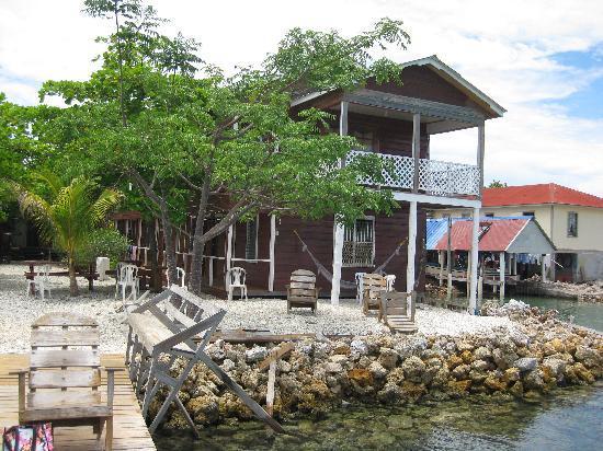 Rubi's Inn: Inn from the water