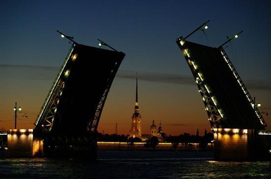 San Pietroburgo, Russia: Дворцовый Мост, река Нева. Петропавловская Крепость