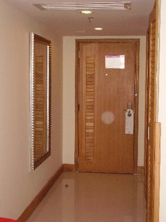 Waika International Hotel : Tower Bedroom Main Door