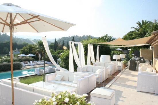 Toile Blanche : Luxury tapas on the sun deck