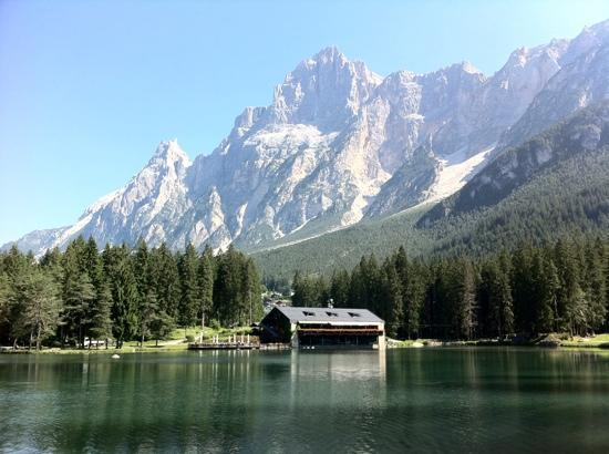 San Vito di Cadore, Itália: lago di Mosigo e chalet