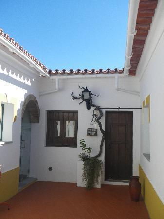 Hospedaria pero Rodrigues: courtyard
