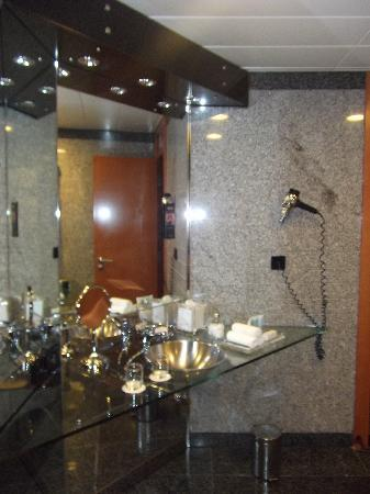 Hilton Dubai Creek: Bad