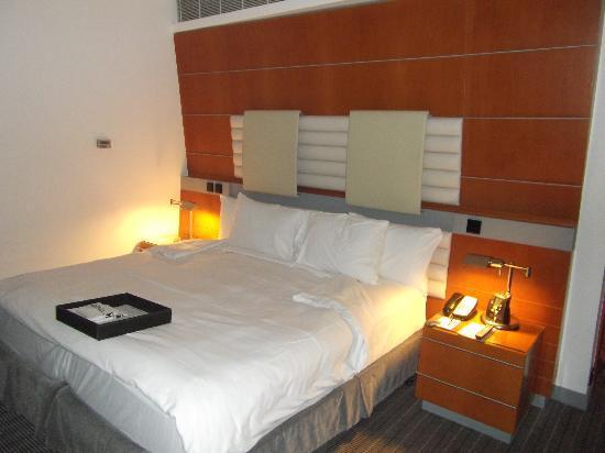 Hilton Dubai Creek: Executiv Zimmer Etage 13