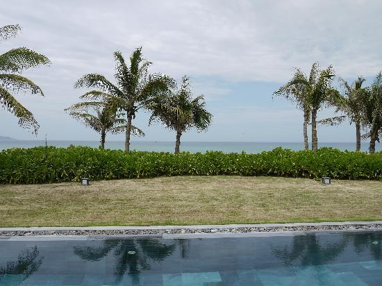 Fusion Maia Da Nang: Grand Beach Villa Pool and Garden