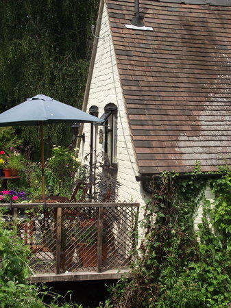The Severn Trow: Guests Entrance and Patio