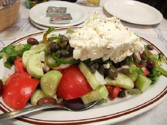 Chora, กรีซ: salad with  ksinomizithra