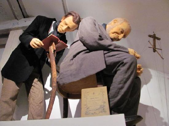 Puppeteer Museum: puppets which are as well puppeteers