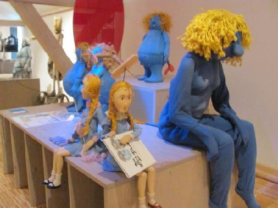 Puppeteer Museum: elactra blue