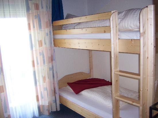 Land-gut-Hotel Radnighof : bunk beds