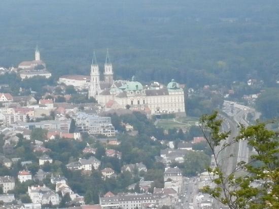 Hotel Schrannenhof : Klosterneuburg vista dalle colline
