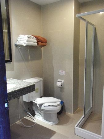 White Sand Krabi Hotel: The toilet