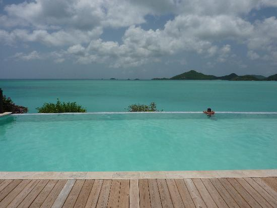 Cocobay Resort: The pool and seaview
