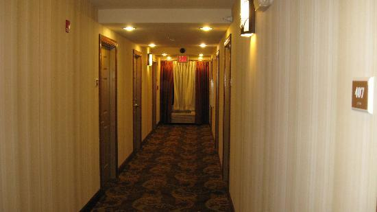 Country Inn & Suites By Carlson, Princeton: roomy hallway