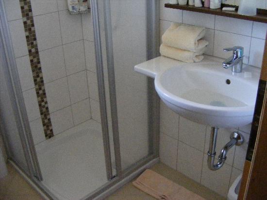 Hotel Kirchboden: bathroom