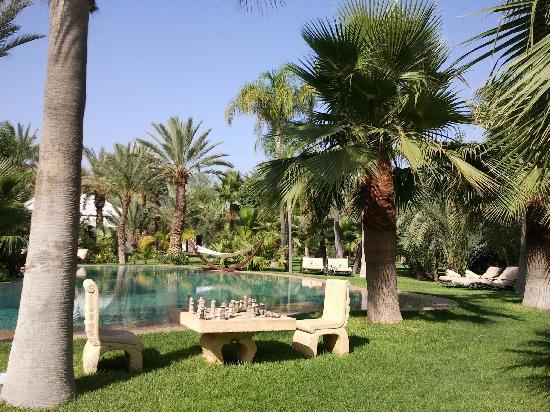 Lodge K Hotel & Spa: Piscine agréable et transats confortables