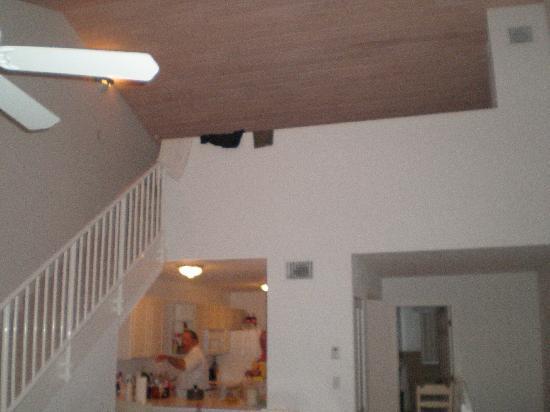 Bimini Sands Resort and Marina: Kitchen and loft, 2 bedrooms on 1st floor.