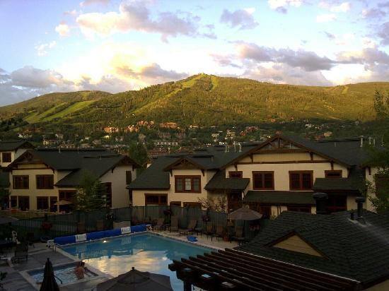 EagleRidge Lodge: A view from our deck at dusk