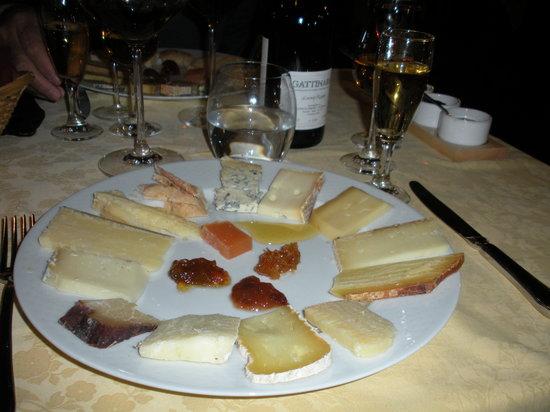 Osteria del Pozzo : L'orologio dei formaggi