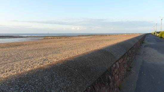 The Parks Guest House: beach at minehead