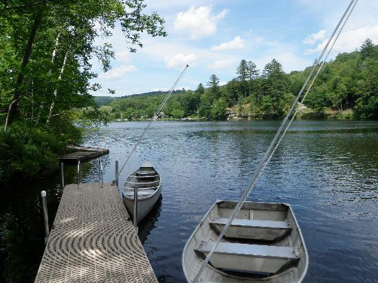 Echo Lake Inn: Canoe or kayak available for guests