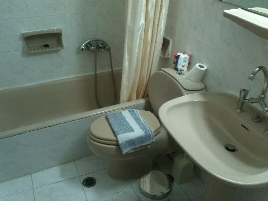 King Iniohos Hotel: Salle de bain