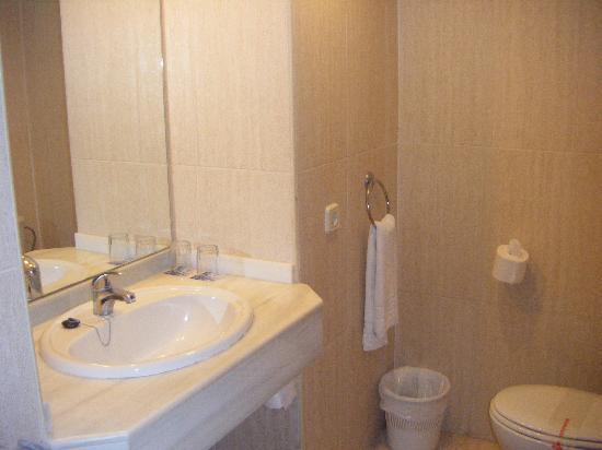 Hotel Aluasoul Alcudia Bay: Bathroom