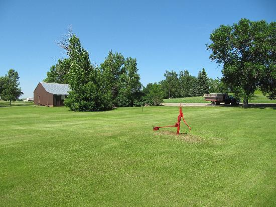 North Dakota: Town pump in the middle of Burnstad townsite
